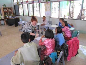 Freiwillige bei Unterricht in Thailand