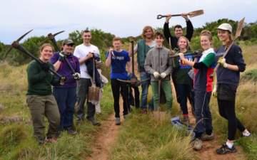 Gruppe von Freiwilligen unter 18